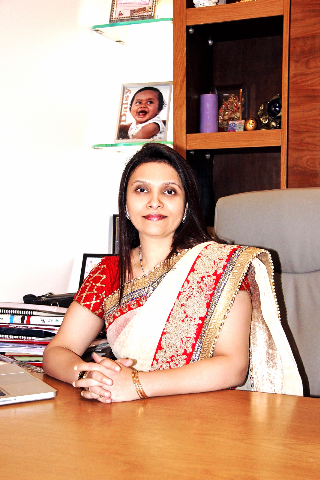 Dr. Aditi Deodhar - Gynaecologist & Obstetrician in Thane